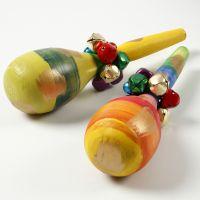 Maracas en bois peintes et décorées de cloches