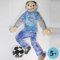 Une poupée géante faite à partir d'imitation tissu