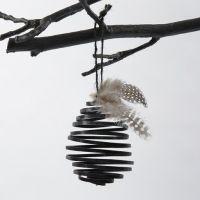 Un oeuf en forme de bobine fait à partir de fil aluminium