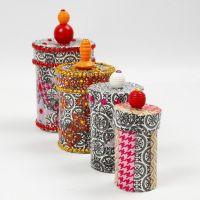 Boîtes de Papier-Mâché avec découpage, strass et perles