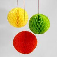 Des boules réalisées à partir de papier nid d'abeilles