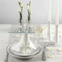 Décorations de table tout en blanc