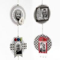 Scrapbooking avec photos, papier design et petits objets décoratifs sur mobile