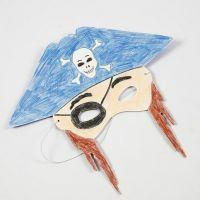 Colorer un Masque en Carte épaisse avec des Crayons de couleur