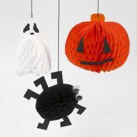 Des décorations d'Halloween à suspendre en papier nid d'abeille
