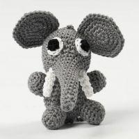 Un Éléphant assis Crocheté