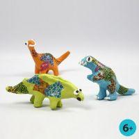 Dinosaures en Papier-Mâché, peints et décorés avec papier découpage