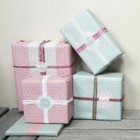 """Un emballage cadeau avec des décorations de chez Vivi Gade """"Skagen"""" Design"""