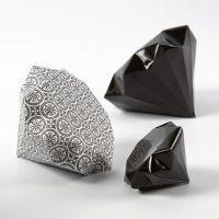 Un diamant plié dans du papier Design de chez Vivi Gade (Paris)