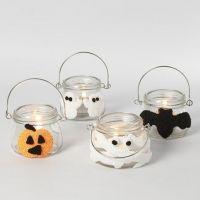 Des lanternes pour Halloween décorées avec des formes de pâte Foam Clay