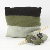 Un coussin tricoté et feutré en laine Melbourne douce