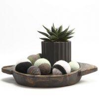Une boule décorative tricotée et feutrée