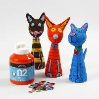 Des animaux en polystyrène et bandes plâtrées, peints et décorés