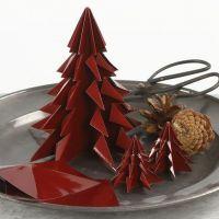 Un arbre de Noël fait avec du papier Origami brillant