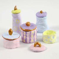 Pots et couvercles en argile auto-durcissante, peints avec des couleurs pastel et dorées