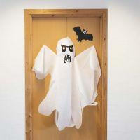 Un grand fantôme en polypropylène (immitation textile).