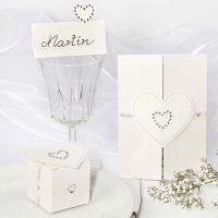 Des décorations de mariage avec des autocollants coeurs en pierres de strass