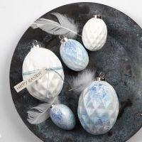 Des œufs en terre cuite peints à la bombe