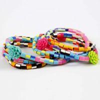 Des bracelets en perles Nabbi rayées et en perles fleurs