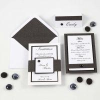 Une invitation, une carte de menu et un marque-place en noir et blanc