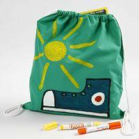 Décoration de textiles avec peinture pour textiles sur sac à chaussures