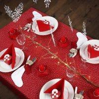 Décorer une table de Noël en rouge et blanc