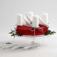 Une couronne de l'Avent rouge et blanche