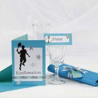 Une invitation et des décorations de table turquoise pour une réception de première communion