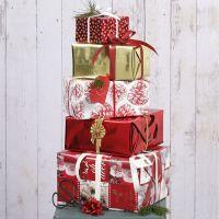 Emballage cadeau de Noël avec du papier et des décorations Vivi Gade Design