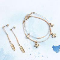 Bracelets et boucles d'oreilles avec pendentifs