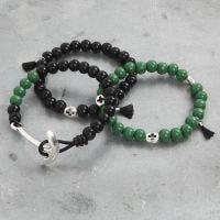 Bracelet avec perles en bois et autres décorations