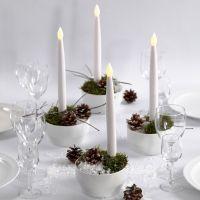 Des décorations de Noël avec des bougies à lampes LED