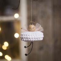 Un ange crocheté avec du fil de coton