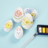 Des oeufs de Pâques décorés à l'aquarelle