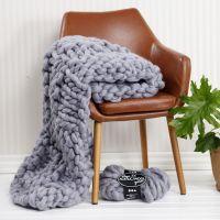 Une couverture tricotée à la main avec de la laine Chunky XL