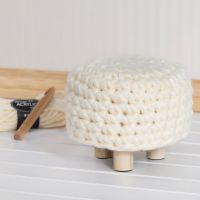 Une housse de pouf crochetée avec de la laine Chunky XL