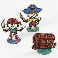 Pirates et coffres à trésor en bois remplis de pâte Foam Clay