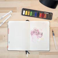 Un carnet de note et l'aquarelle