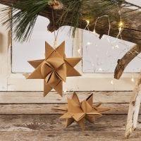 Une étoile de Noël tissée en papier imitation cuir