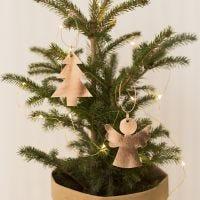 Un ange et un arbre de Noël en papier imitation cuir