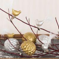 Boules et oiseaux en verre décorés avec peinture céramique