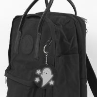 Un porte-clés fantôme comme pendantif pour sac d'école