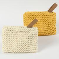 Un porte-monnaie fait en fil de coton tubulaire