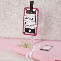 Un marque-place fait avec une découpe en forme de téléphone portable, du papier cartonné métallisé et du papier texturé
