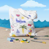 Des sacs de provisions décorés de motifs d'été tamponés