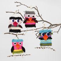 Des oiseaux tricotés avec de la laine acrylique Maxi et décorés de détails en feutre