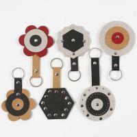 Des porte-clés en papier imitation cuir