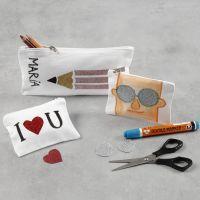 Une boîte à crayons et un porte-monnaie décorés avec du film à repasser et des feutres textiles
