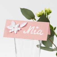 Marques-place décorés de fleurs effet 3D poinçonnées dans du papier cartonnées