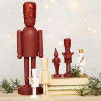 Figurines en bois du casse-noisette décorées avec des paillettes